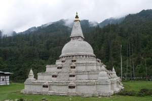 On the road to Wangdue, the stupa appeared.